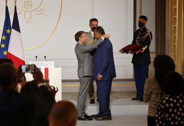 French President Emmanuel Macron, left, awards Reverend Jesse Jackson with the Legion d'Honneur (Officer of the Legion of Honor) medal during a ceremony at the Elysee Palace in Paris, Monday, July 19, 2021. (Ludovic Marin/Pool Photo via AP)