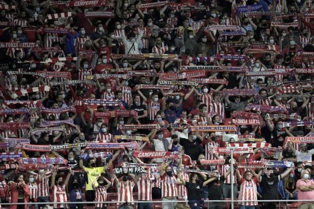 Atletico Madrid's fans cheer during the Champions League Group B soccer match between Atletico Madrid and Porto at Wanda Metropolitano stadium in Madrid, Spain, Wednesday, Sept. 15, 2021. (AP Photo/Manu Fernandez)