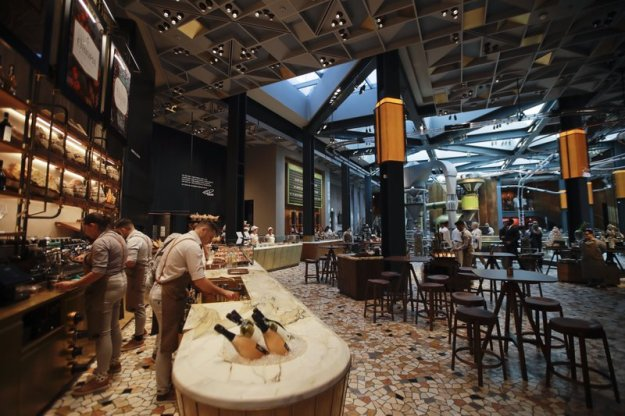 Will espresso-loving Italy embrace country's 1st Starbucks?