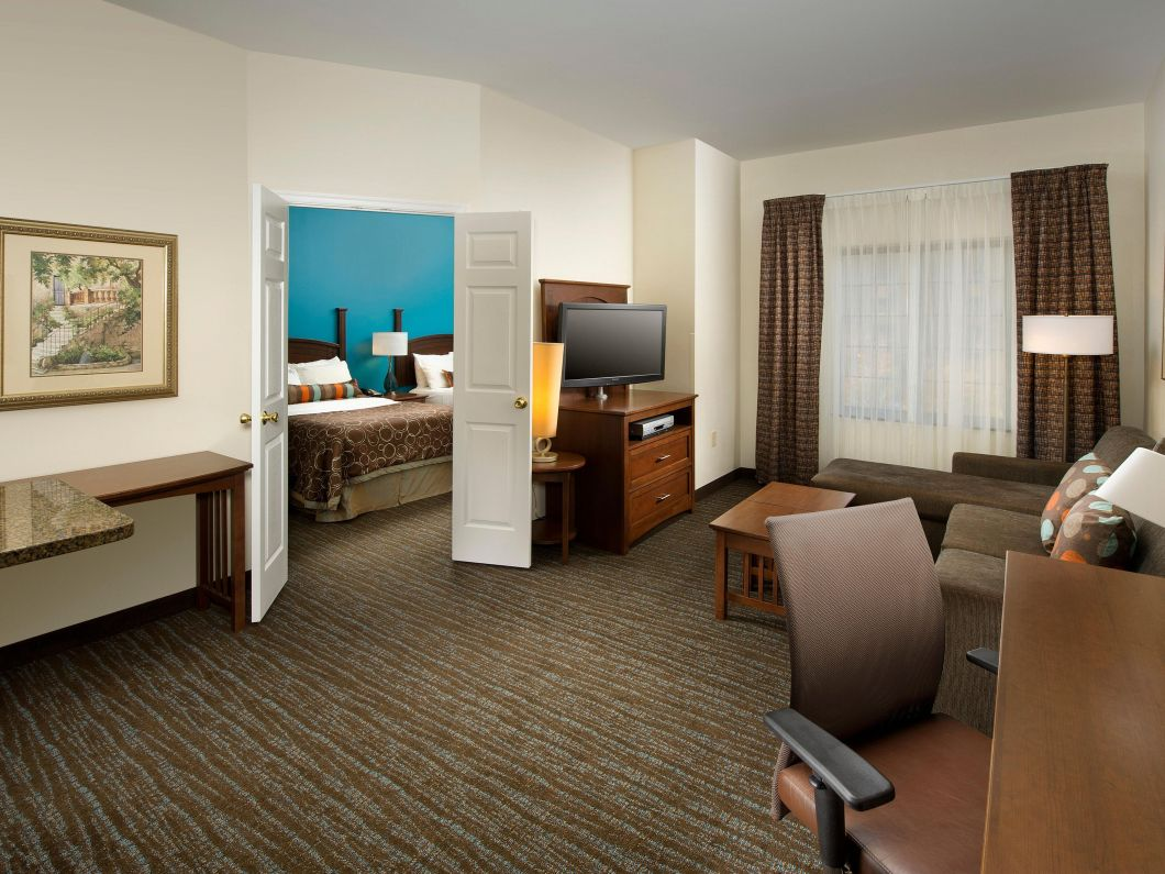 Hotel chains with 2 bedroom suites for Hotels that offer 2 bedroom suites
