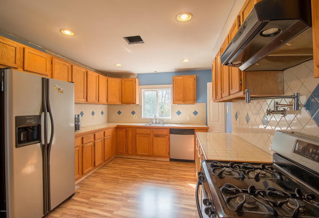 Best Kitchen Gallery: Listing 2051 North Dr Biloxi Ms Mls 330110 Heart of Kitchen Cabinets Biloxi Ms on cal-ite.com