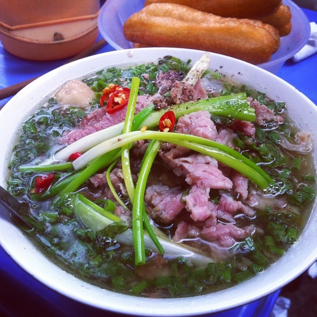 pho on hang chieu breakfast hanoi