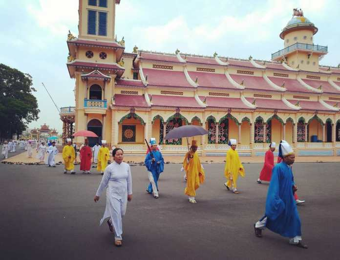 things to do in Cao Dai temple