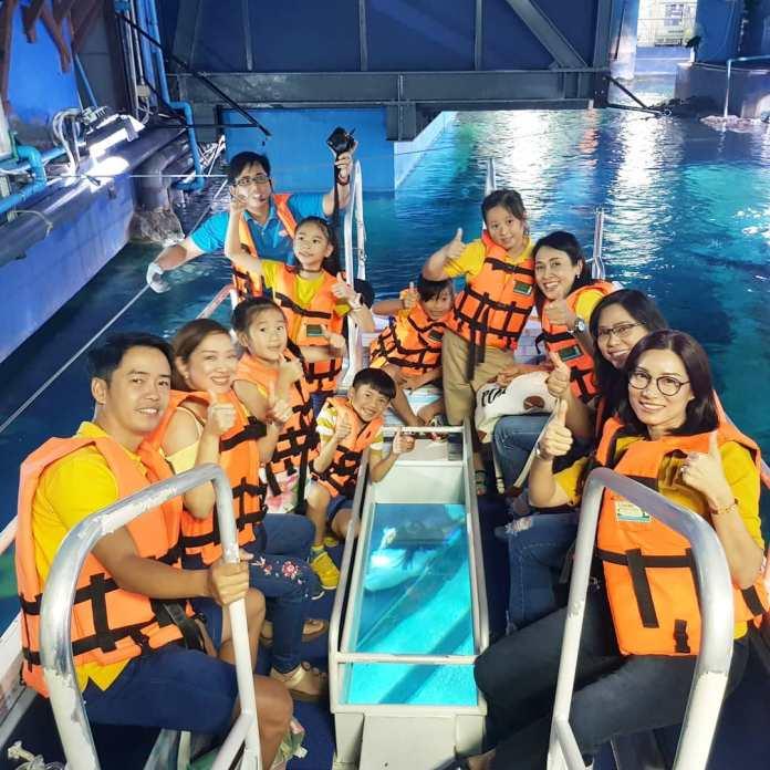 Glass bottom boat in Sea Life Bangkok