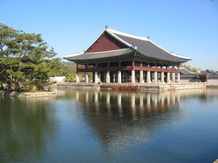 Đình Gyeonghoeru - cung điện Gyeongbokgung