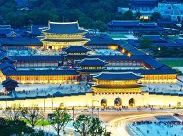 Cung điện Gyeongbokgung về đêm là trải nghiệm đáng nhớ khi du lịch Hàn Quốc tự túc