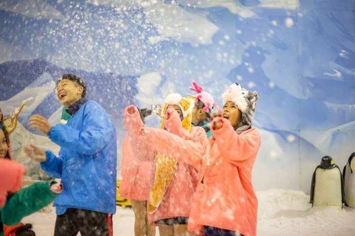 Nghịch tuyết rơi ở Dream World Bangkok