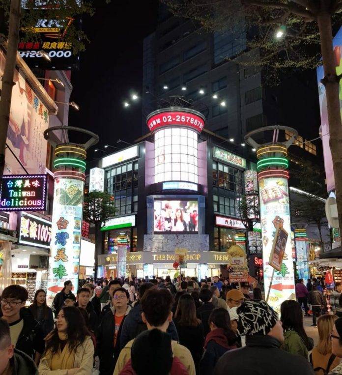 Tây Môn ĐÌnh - Theo kinh nghiệm du lịch Đài Loan thì đây đúng  là thiên đường giải trí.