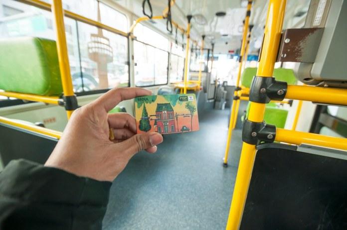 Kinh nghiệm du lịch Hàn Quốc tự túc khuyến khích bạn nên sở hữu thẻ T-money nhé.