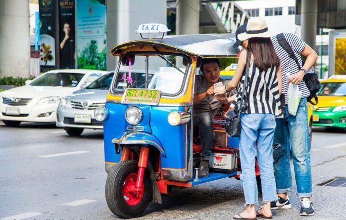 Tuk tuk khi du lịch Krabi