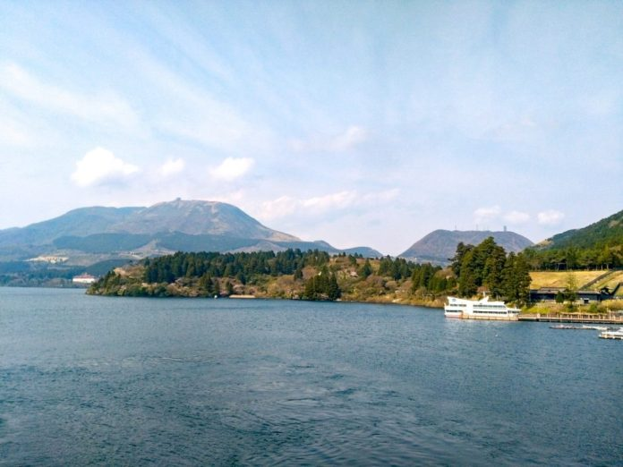Hồ Ashi nhật bản