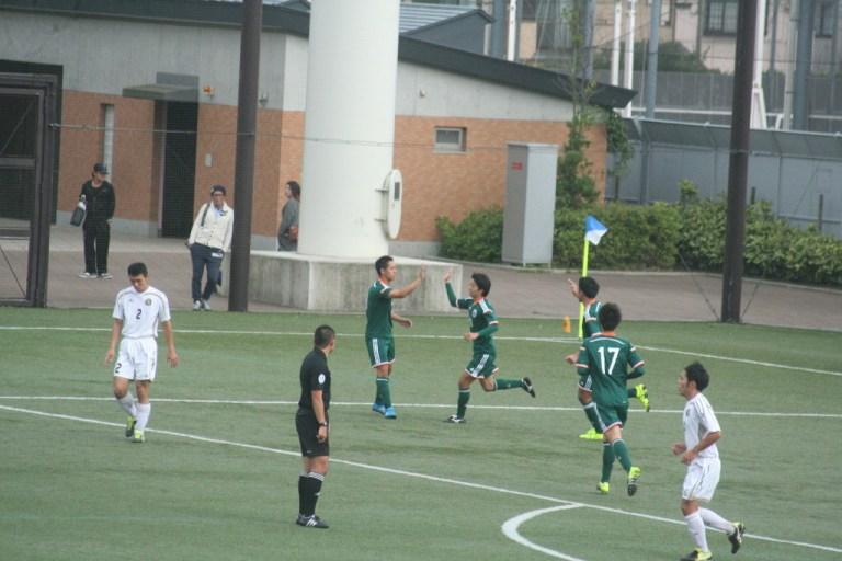 山口晃大選手がゴールを決めて立正大が先制した