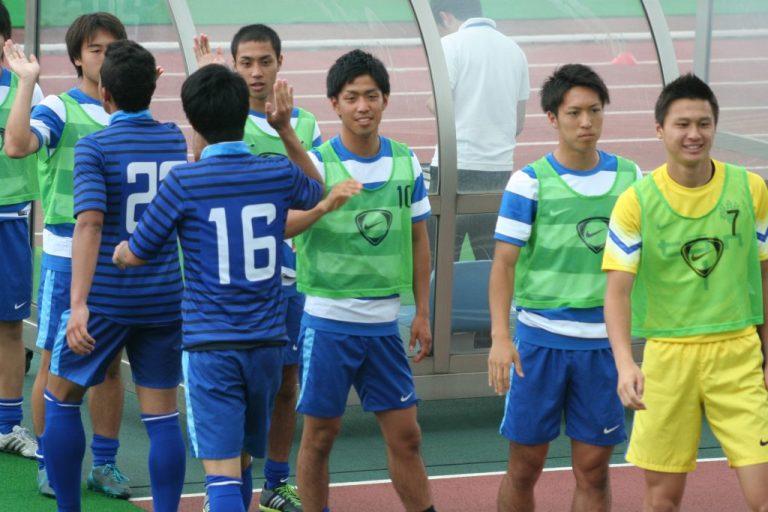 後半へ臨む選手を送り出す桐蔭横浜大学、坂口正高選手