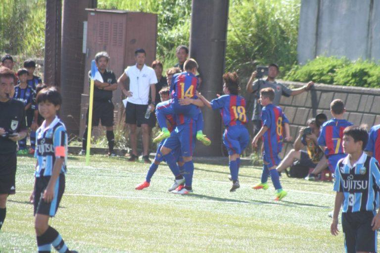 喜ぶバルセロナの選手たち