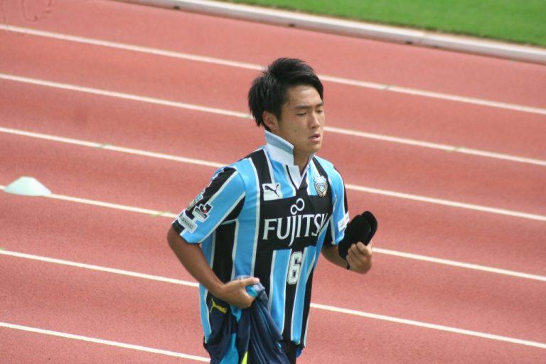 後半の出場に向けてユニホーム姿になる小泉靖弥選手