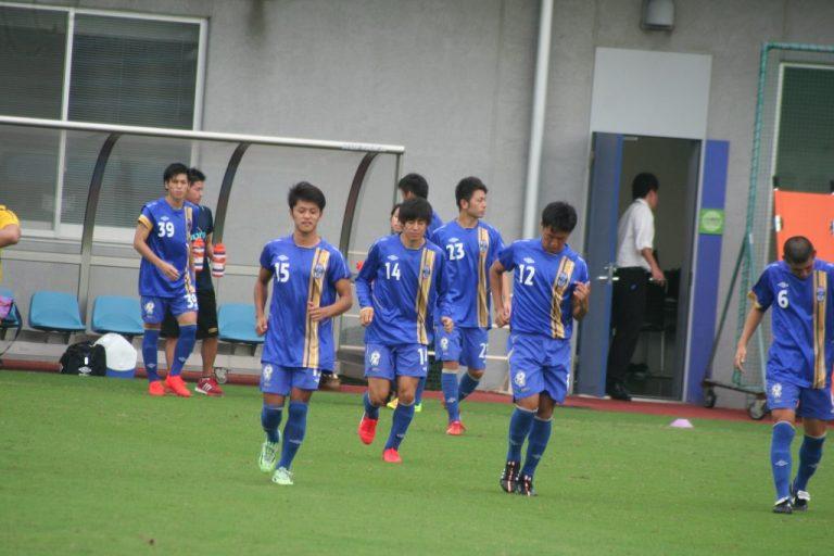 試合に臨む阪南大の選手たち