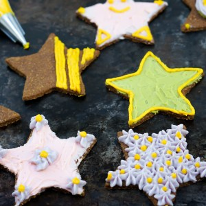 Healthy Gingerbread Cookies with Homemade Colored Frosting (Gluten Free, Vegan, Paleo, Refined Sugar Free)
