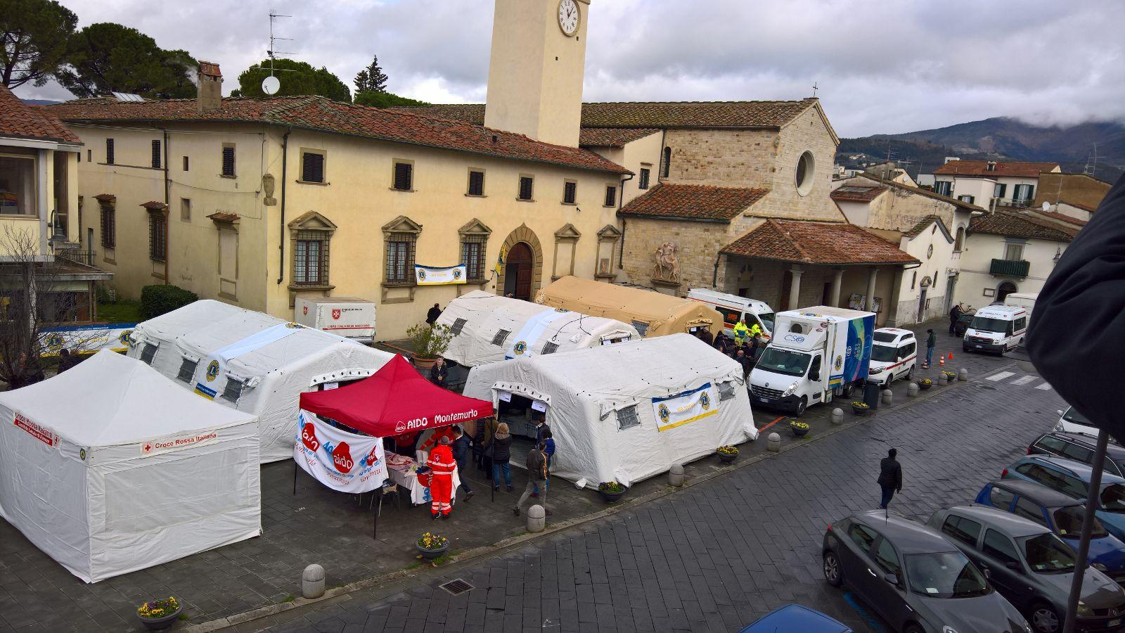 Lions in piazza per la prevenzione gratuita oltre 300 for Cucinare per 300 persone