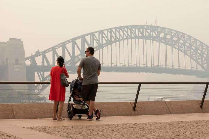 Dýmový opar nad přístavem v Sydney způsobený požáry. © Cole Bennetts / Greenpeace