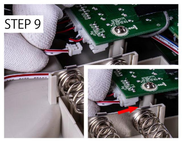 9.スピーカーケーブルを再度接続