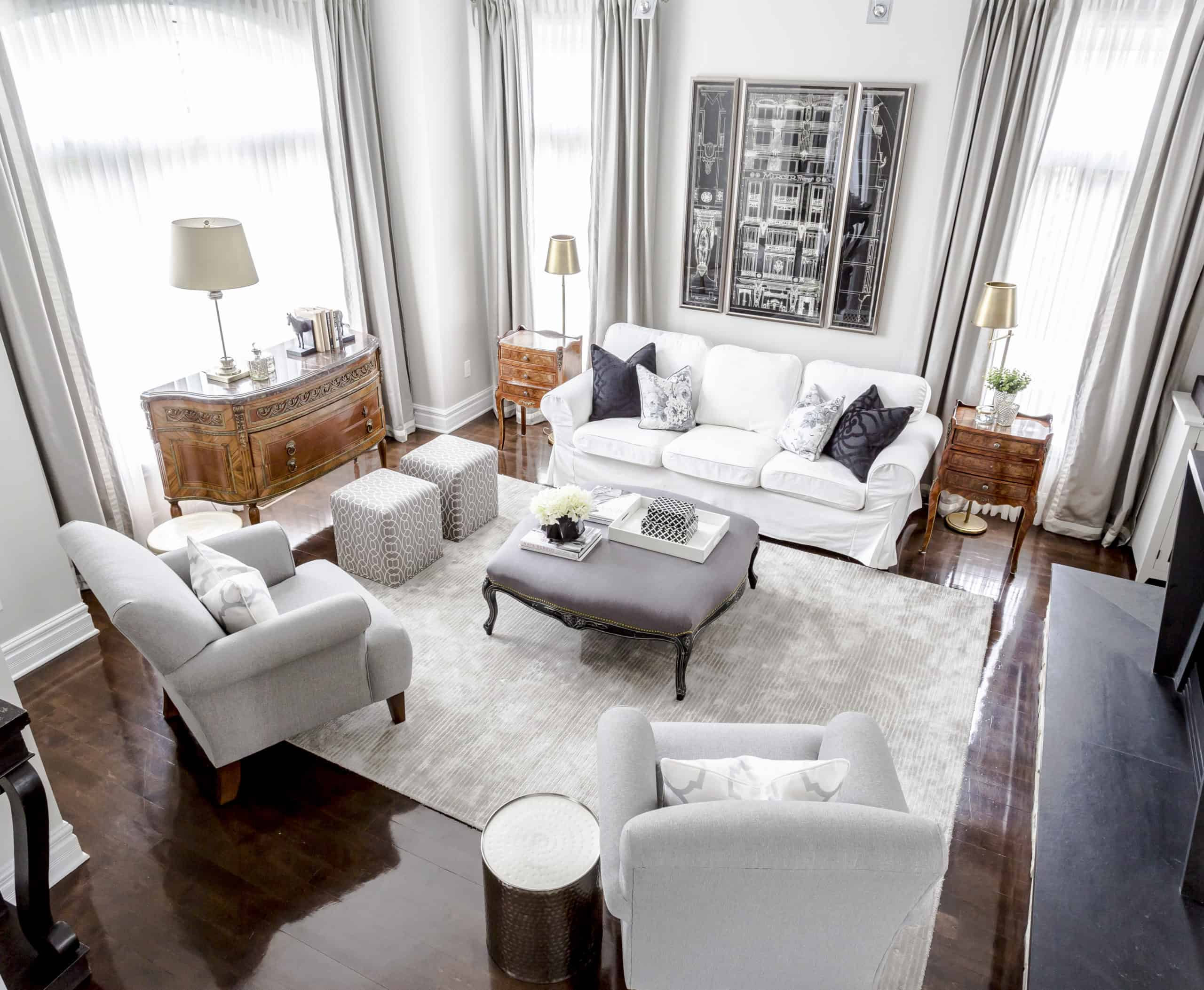 Modern living room with a white carpet and couch