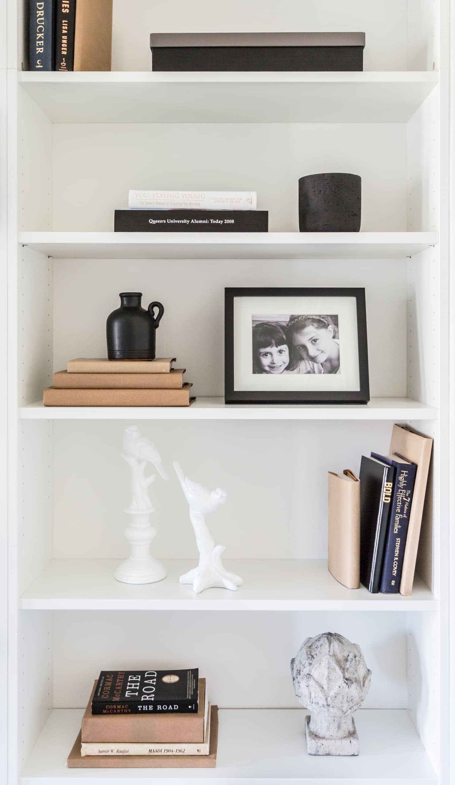 Bookcase with an assortment of decorations on it