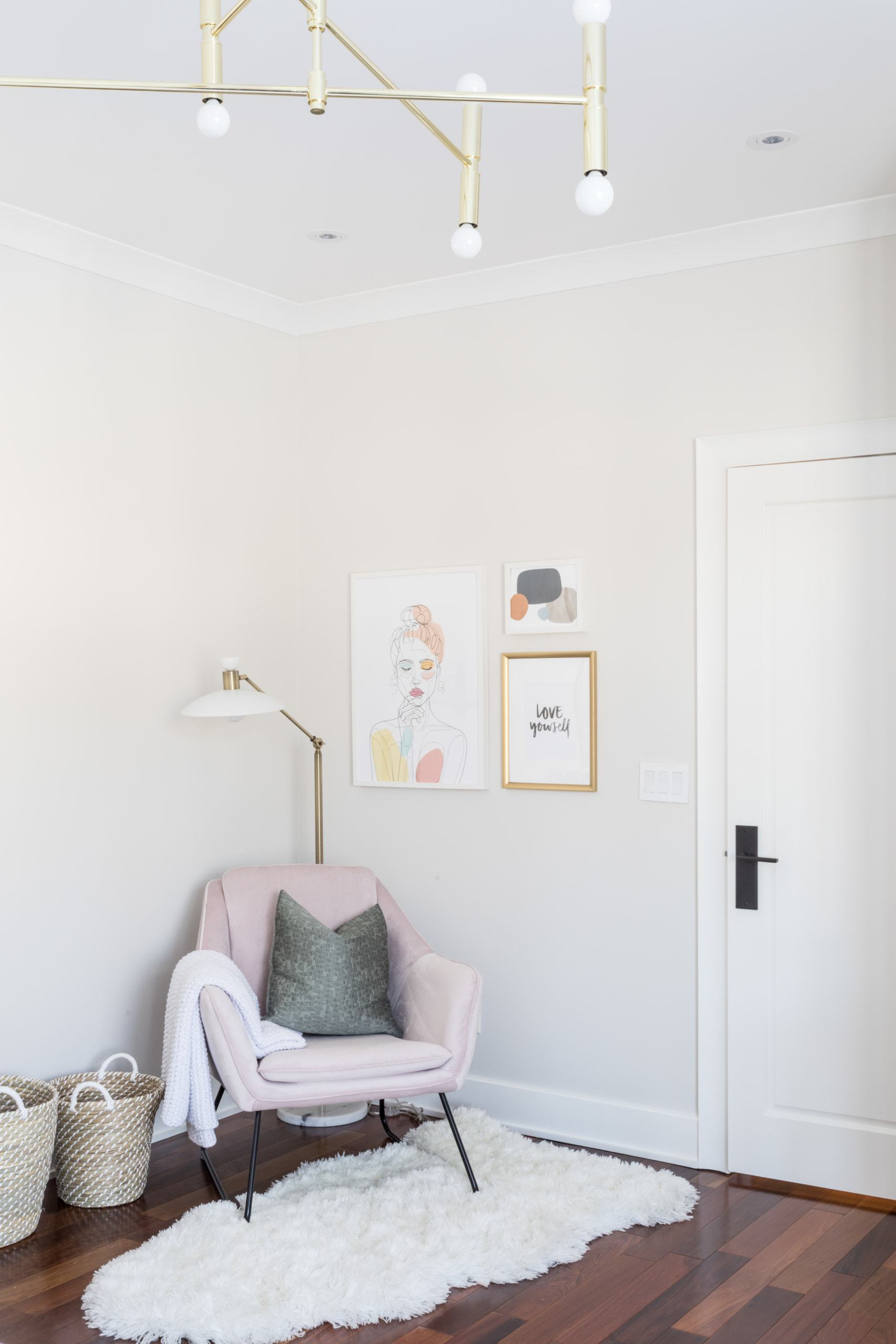 Pink chair in the corner of the room