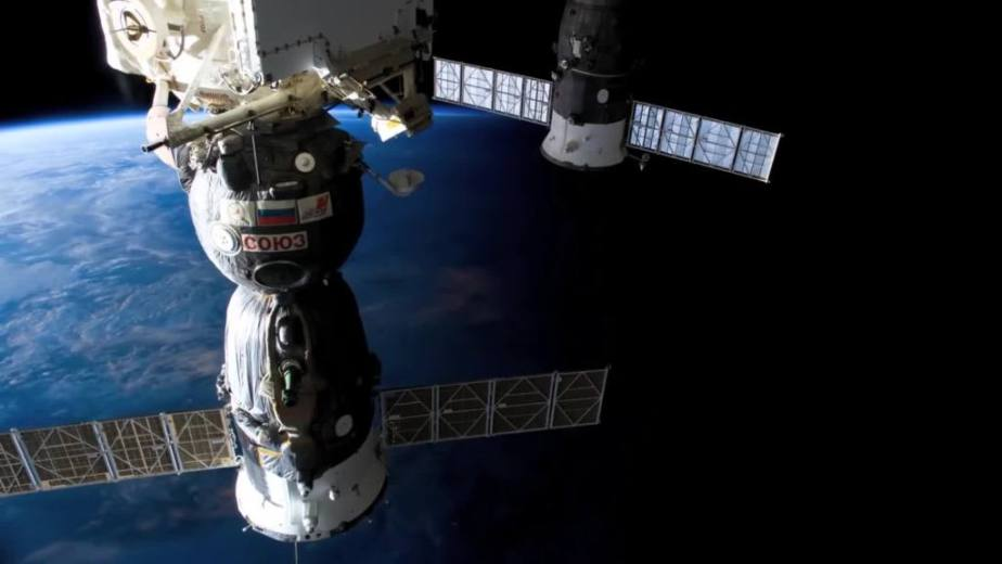Orbit Timelapse - Intl Space Station - compiled by Selmes Films via NASA - 05