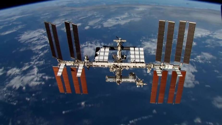 Orbit Timelapse - Intl Space Station - compiled by Selmes Films via NASA - 07