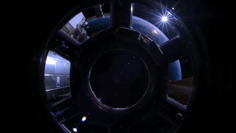 Orbit Timelapse - Intl Space Station - compiled by Selmes Films via NASA - 09