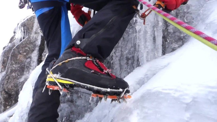 Ice Climbing Tasmania - by Wild Oates Productions with Kim Ladiges - 036