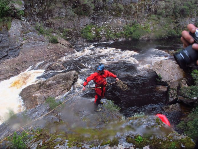 Rope management to guide the rafts through rapids