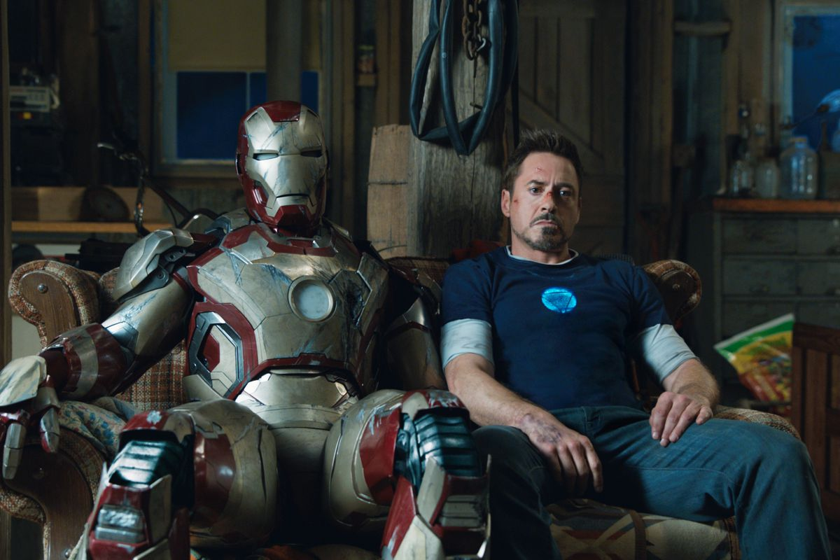 tony stark with his iron man suit in iron man 3 (2013)