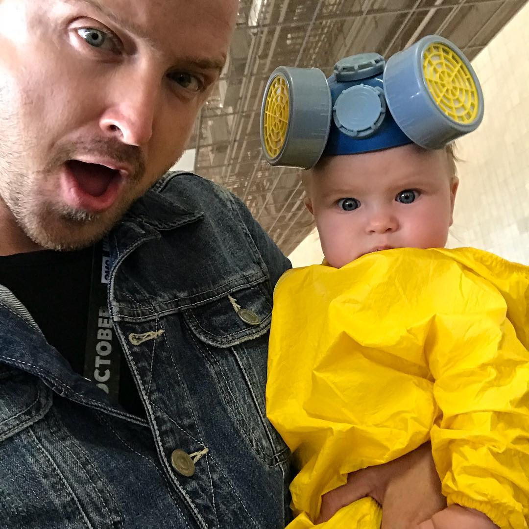 Aaron Paul with his gorgeous daughter at SDCC.