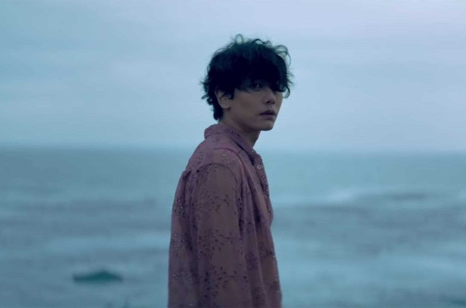 Park Hyo Shin by the ocean