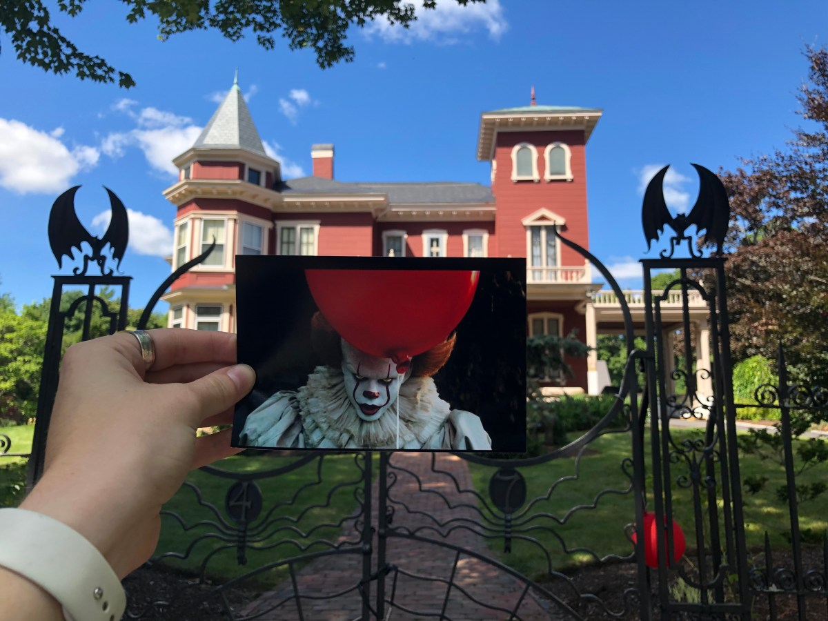 A photo taken from IT Chapter 1 of Pennywise holding a ballon placed outside Stephan Kings house.