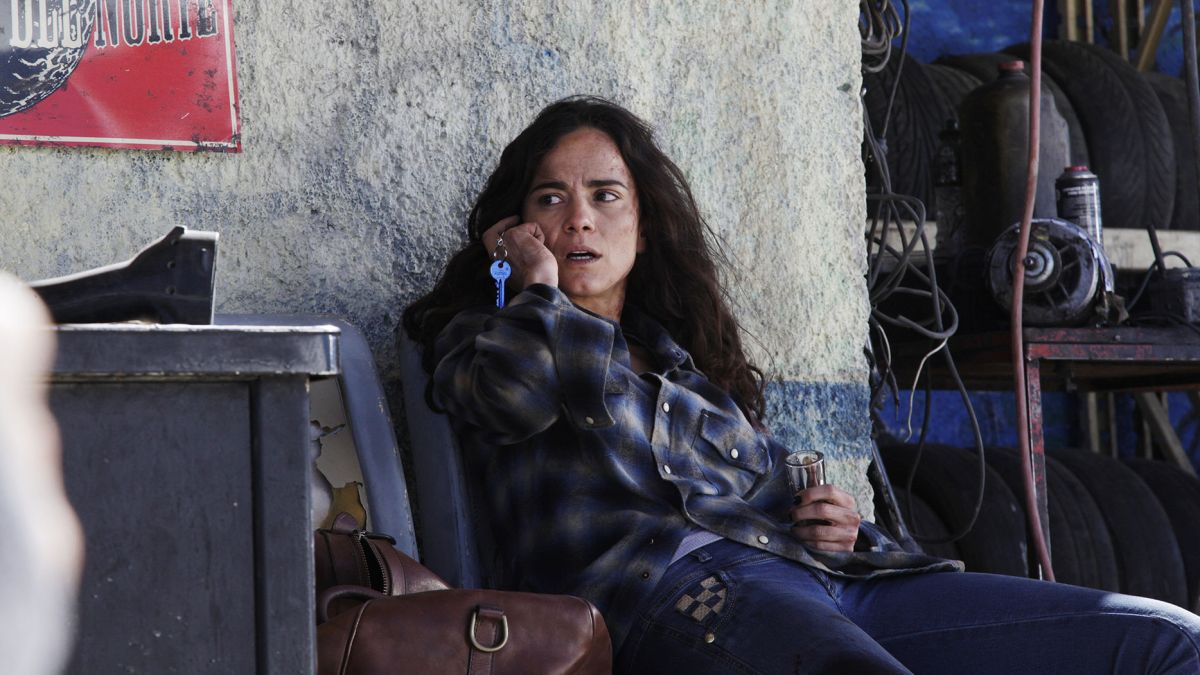 "QUEEN OF THE SOUTH -- ""Piloto"" Episode 101 -- Pictured: Alice Braga as Teresa Mendoza -- (Photo by: Eniac Martinez/USA Network)."