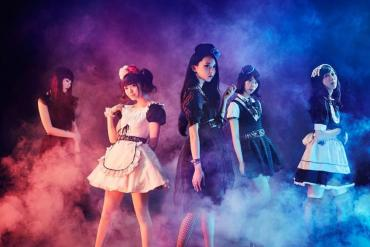 Band-Maid full band photo, with Miku Kobato, Saiki Atsumi Kanami Tōno, Akane Hirose and MISA.