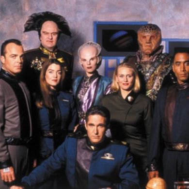 The season 1 cast of Babylon 5