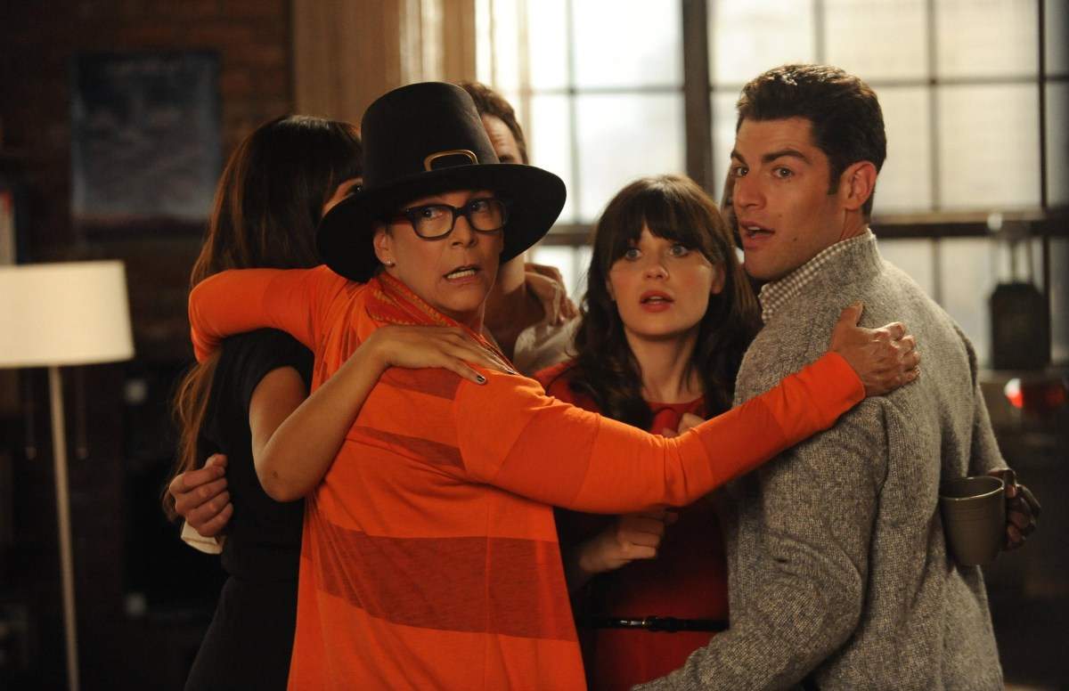 """Thanksgiving Specials: The New Girl gang joins Jess for a group hug with her mom in """"Parents"""""""