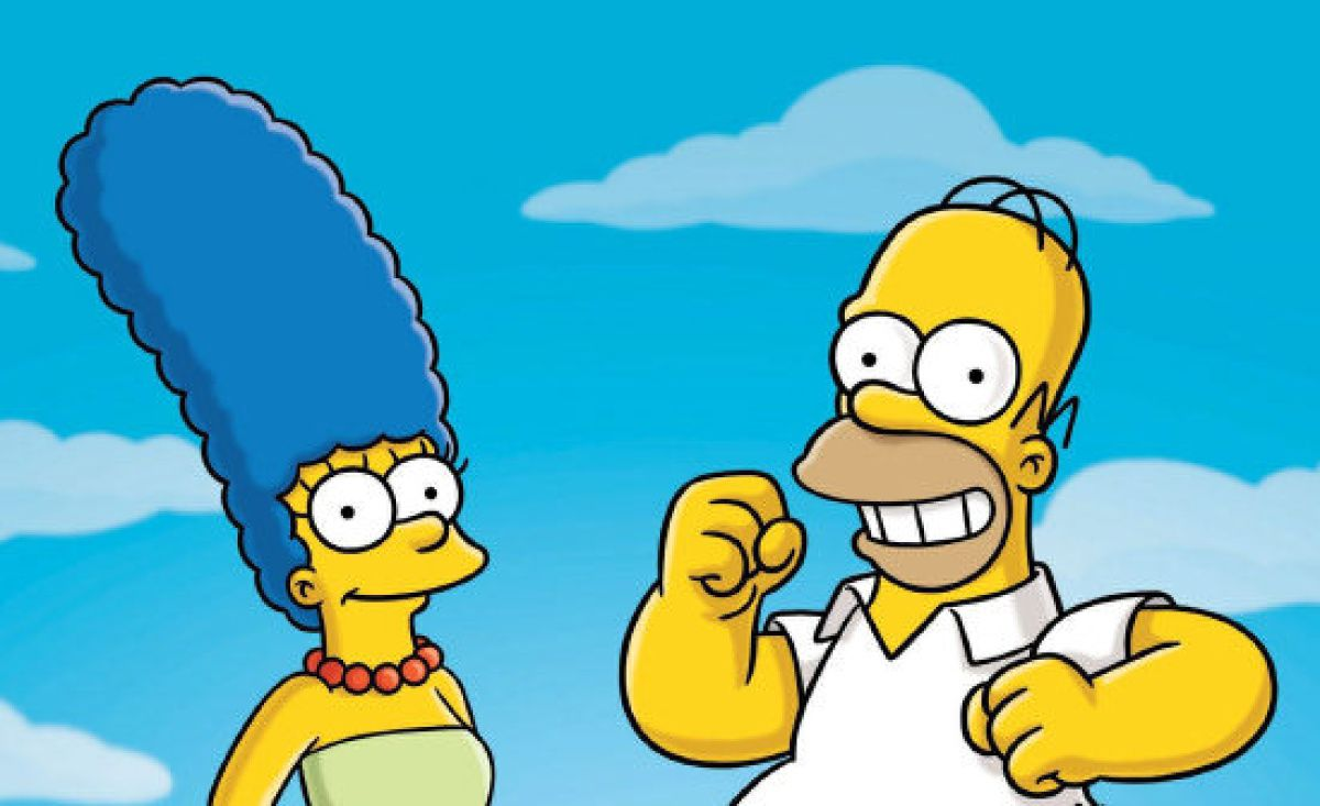 Homer and Marge with a sky background