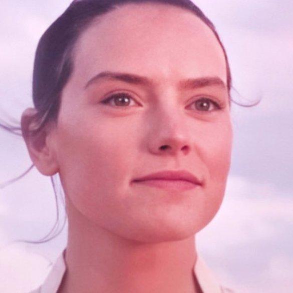 Rey on Tatooine giving her name as Rey Skywalker