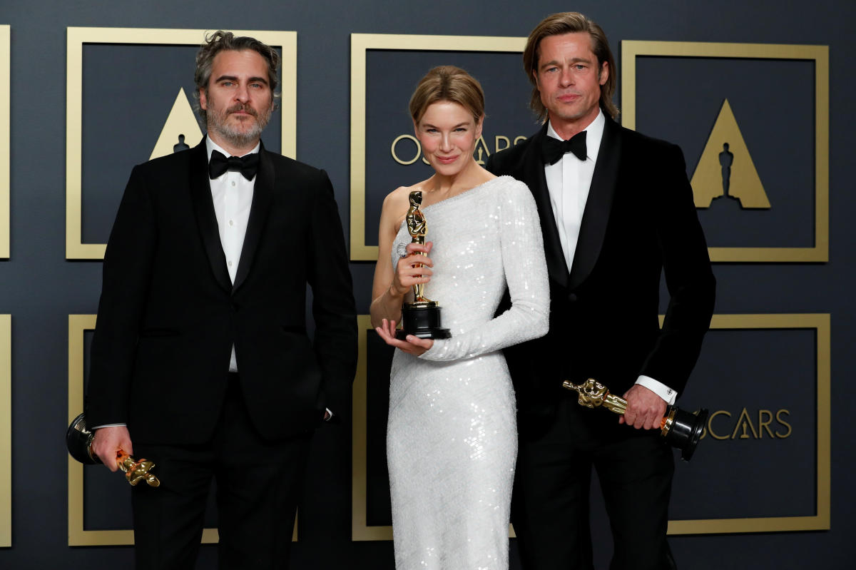 Joaquin Phoenix, Renee Zellweger, and Brad Pit pose with their Oscars after winning in the acting categories.