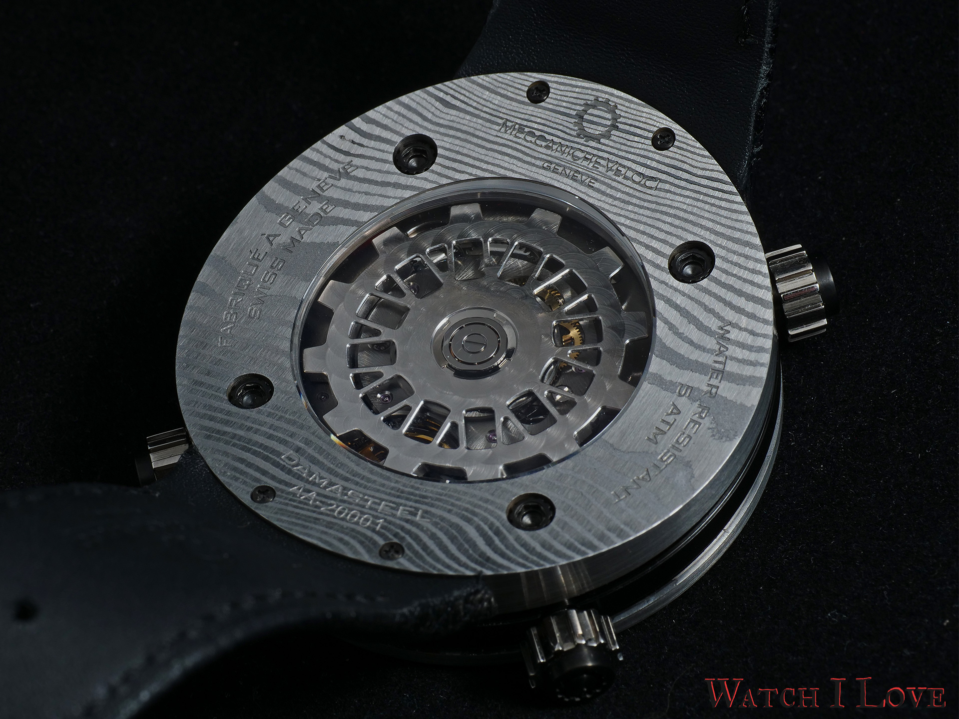 Icon Damascus is driven by the calibre MV 8802 developed in-house, which is visible through the open caseback.