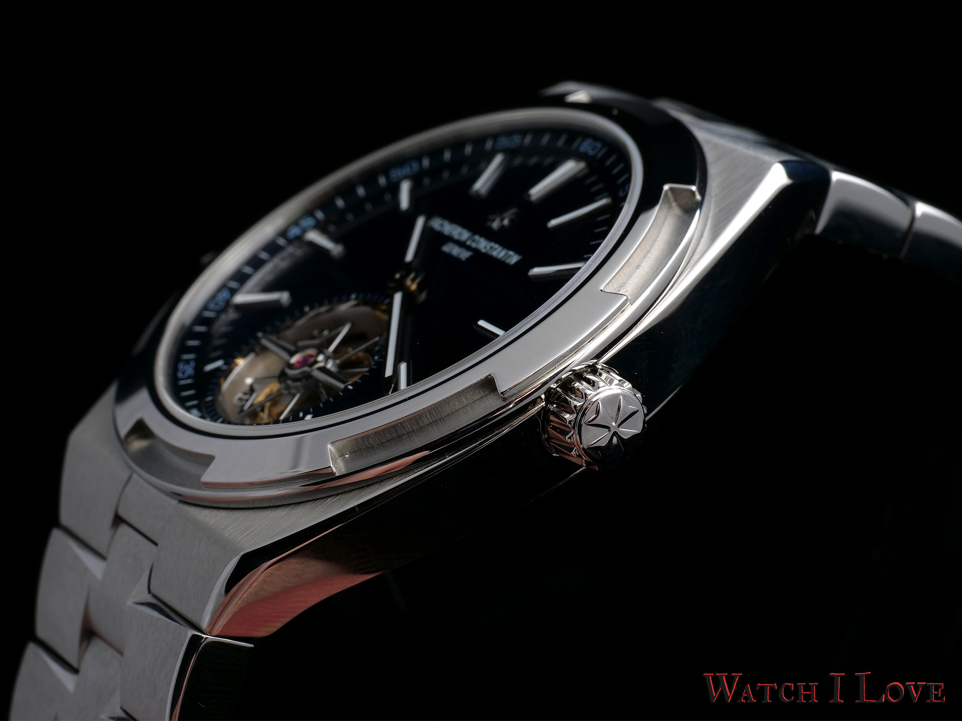 Side view of the Overseas Tourbillon , the crown side