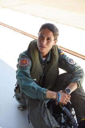 09_breitling-aviation-pioneers-squad-member-rocio-gonzalez-torres-wearing-the-avenger-chronograph-43