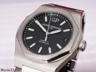 Girard-Perregaux-Laureato-42mm-Ref.-81010-11-634-11A-dial-light-wide