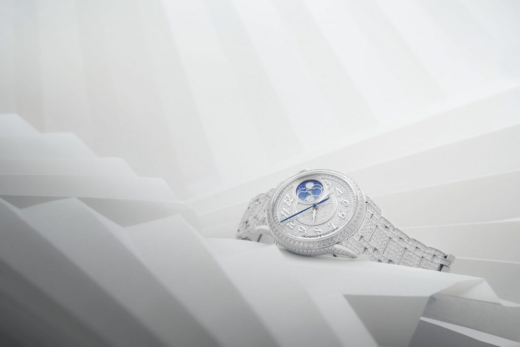 A jewellery model enriching the new Vacheron Constantin collection. The encounter between watchmaking, couture and jewellery, viewed through the prism of craftsmanship, excellence and beauty. A 37mm-diameter white gold case flowing into a white gold bracelet, both entirely bedecked with diamonds. A pavé dial graced with a dainty off-centred moon phase inspired by the heritage of the Maison.