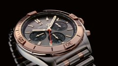18_two-tone-chronomat-b01-42-with-an-anthracite-dial-and-black-subdials-highlighted-by-an-18-k-red-gold-bezel-crown-and-pushers_ub0134101b1u1