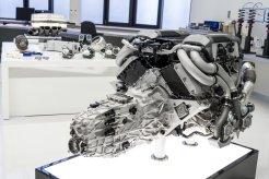 Bugatti_Chiron__powertrain_003